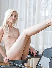nude Hot sporty model